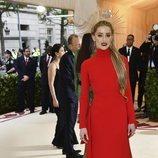 Amber Heard en la alfombra roja de la Gala MET 2018