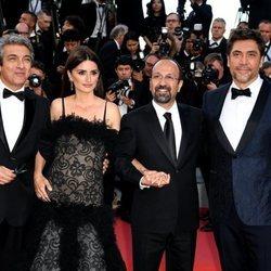Ricardo Darín, Penélope Cruz, Asghar Farhadi y Javier Bardem en el Festival de Cannes de 2018
