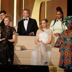 Kristen Stewart, Robert Guédiguian, Ava DuVernay, Cate Blanchett, Léa Seydoux y Khadja Nin en la ceremonia de apertura del Festival de Cannes de 2018