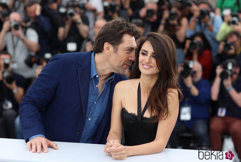 Javier Bardem yPenélope Cruz en el photocall de la película 'Todos lo saben' del Festival de Cannes de 2018