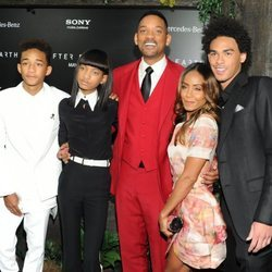 Will Smith y su esposa, Jada Pinkett Smith, junto a sus hijos.