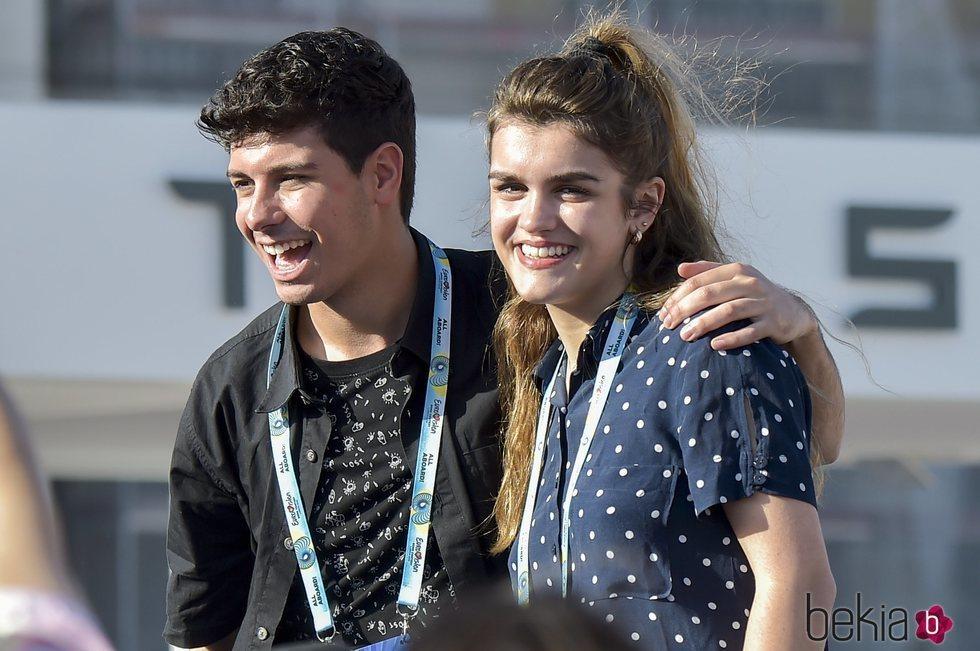Alfred y Amaia, sonrientes en un encuentro con fans en Lisboa antes de Eurovisión 2018