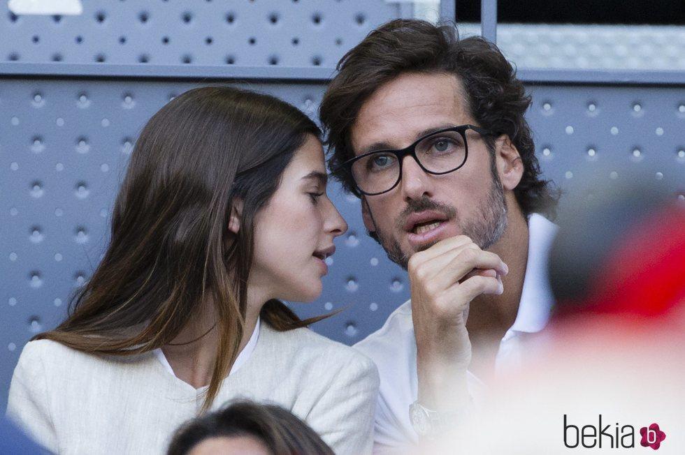 Sandra Gago hablando al oído a Feliciano López en el Madrid Open 2018