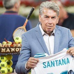 Manolo Santana con una camiseta del Real Madrid en el Madrid Open 2018