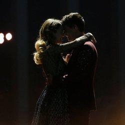 Amaia y Alfred terminando su actuación en la final de Eurovisión 2018