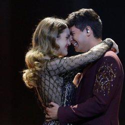 Amaia y Alfred muy románticos durante su actuación en la final de Eurovisión 2018