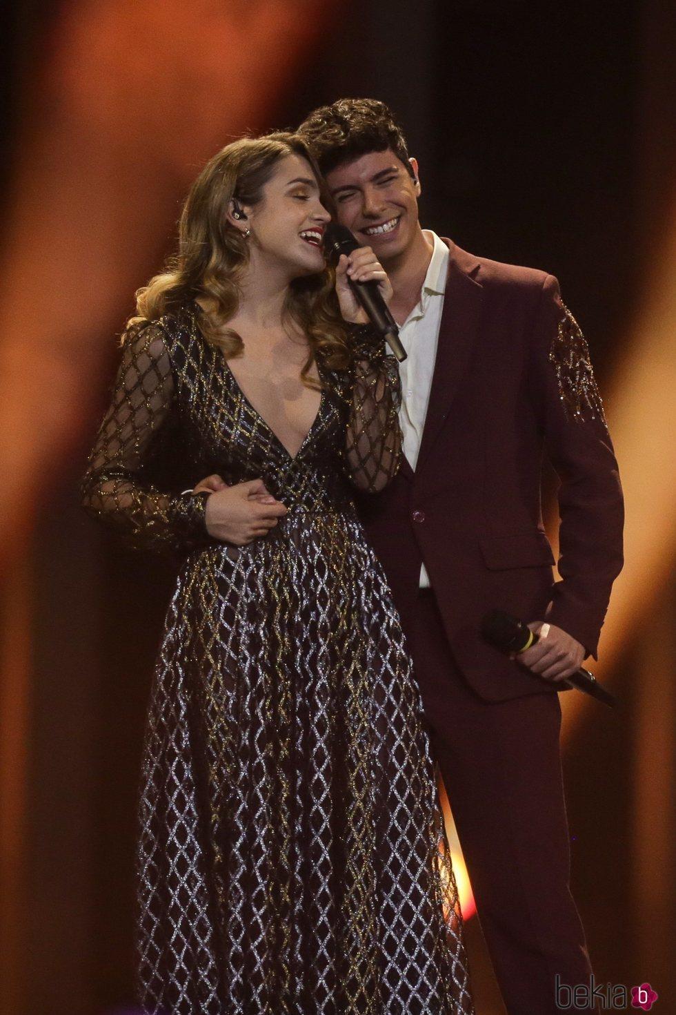 Amaia y Alfred con 'Tu canción' durante su actuación en la final de Eurovisión 2018