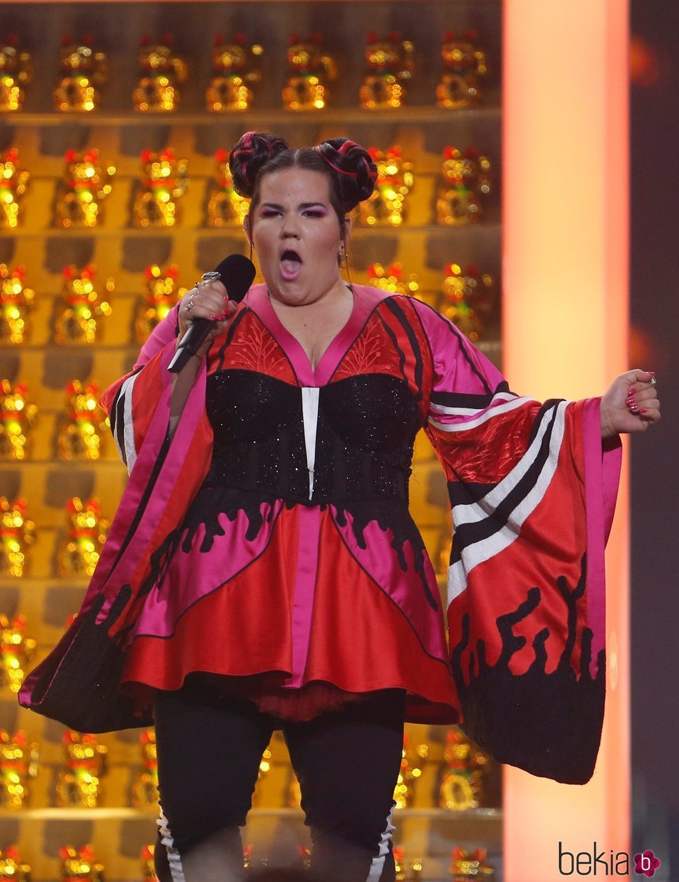 Netta durante su actuación con 'Toy' en la final de Eurovisión 2018
