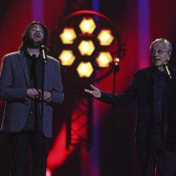 Salvador Sobral y Caetano Veloso actuando en la final de Eurovisión 2018