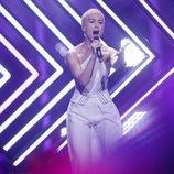 La cantante de Reino Unido, Surie, durante su actuación en Eurovisión 2018