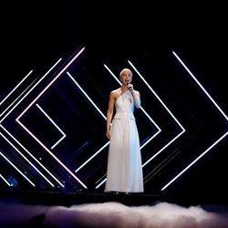 La representante de Reino Unido Surie en su actuación en Eurovisión 2018