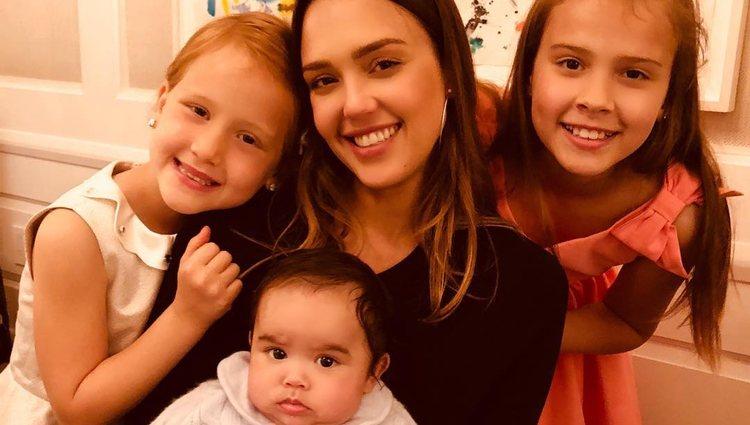 Jessica Alba y sus tres hijos en el Día de la Madre