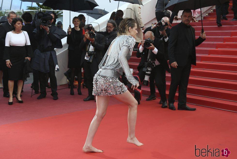 Kristen Stewart descalza en la alfombra roja del Festival de Cannes de 2018