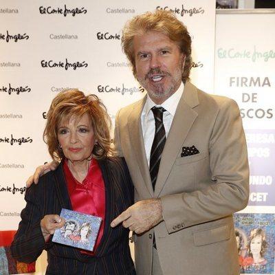 María Teresa Campos y Bigote Arrocet en su firmar de discos de 'Una bella historia' en Madrid