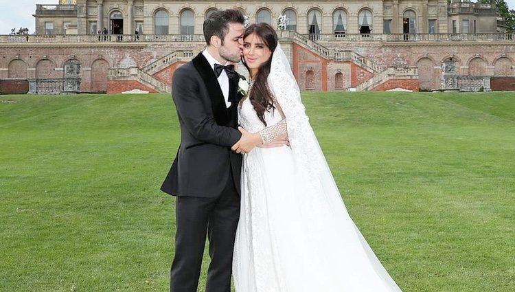Cesc Fábregas y Daniella Semaan posando muy cariñosos el día de su boda
