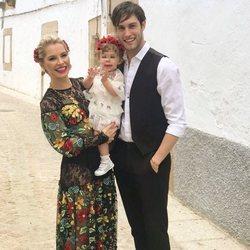 Soraya junto a Miguel Herrera y la pequeña Manuela en el rodaje de 'Yo brindo'