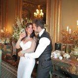 Cesc Fábregas y Daniella Semaan mirándose muy cómplices el día de su boda