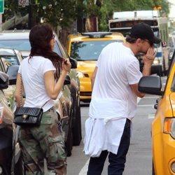 Leonardo DiCaprio y su novia, Camila Morrone, paseando por Nueva York
