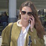 Yana Olina huyendo de la prensa en su llegada a Madrid