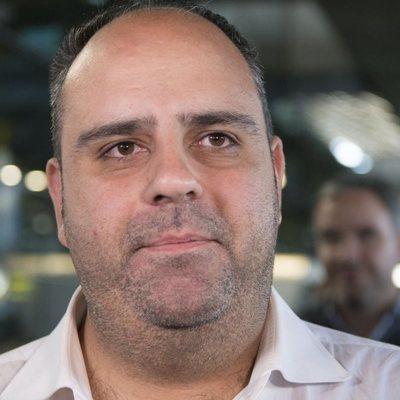 Julio Ruz en el aeropuerto tras volver de 'Supervivientes 2018' de ver a María Jesús Ruiz