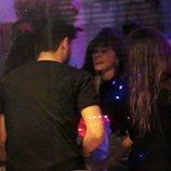 Cepeda charlando con Aitana tras ver el musical 'La Llamada'