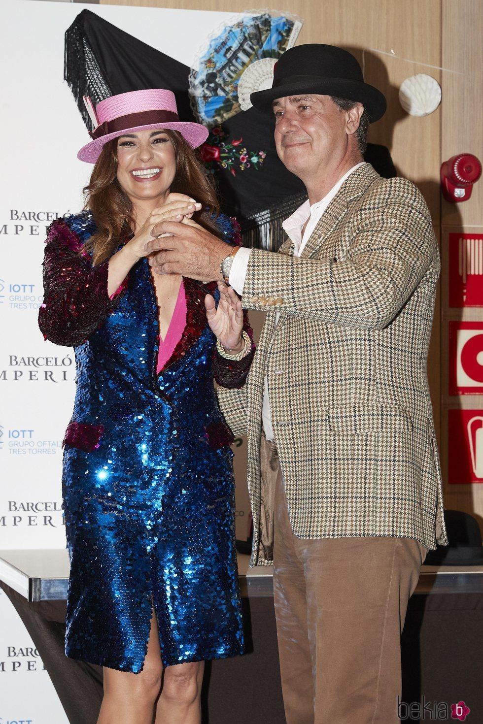 Mariló Montero y Cayetano Martínez de Irujo bailando en los Premios Bombines de San Isidro de 2018