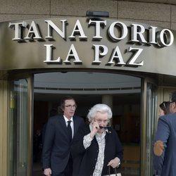 La Infanta Pilar y Fernando Gómez-Acebo en el entierro de Alfonso Moreno de Borbón