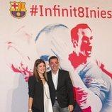 Xavi Henández y su mujer en el acto de homenaje de despedida a Andrés Iniesta