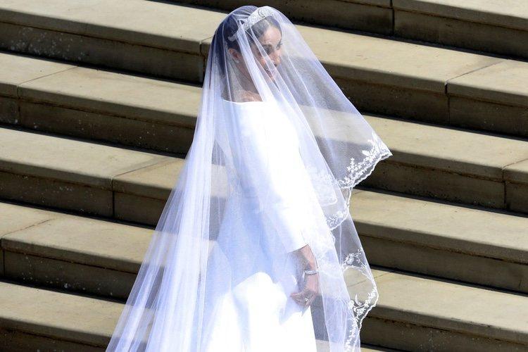 Meghan Markle a su llegada a la Capilla de San Jorge donde le esperaba el Príncipe Harry