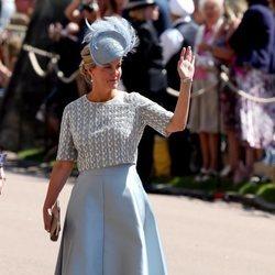 Sophie Rhys Jones saluda al público en la boda del Príncipe Harry y Meghan Markle