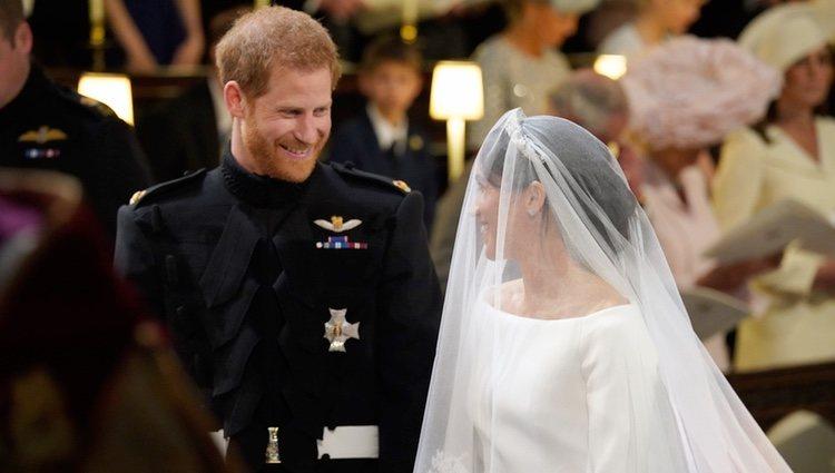 El Príncipe Harry y Meghan Markle se dedican miradas cómplices en su boda
