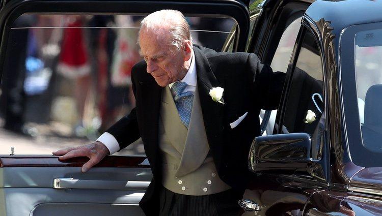 El Duque de Edimburgo bajándose del coche en la boda del Príncipe Harry y Meghan Markle