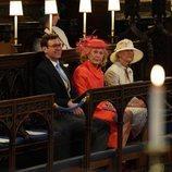 Jack Brooksbank junto a dos damas durante la boda del Príncipe Harry y Meghan Markle