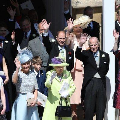 La Familia Real Británica se despide del Príncipe Harry y Meghan Markle tras su boda