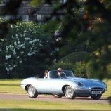 El Príncipe Harry y Meghan Markle en coche saliendo del Castillo de Windsor tras su boda