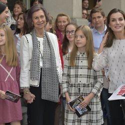 La Reina Sofía, la Reina Letizia, la Princesa Leonor y la Infanta Sofía tras ver 'Billy Elliot, El Musical'