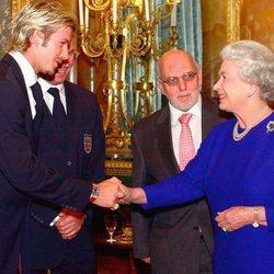 David Beckham saluda a la Reina Isabel II durante una recepción oficial