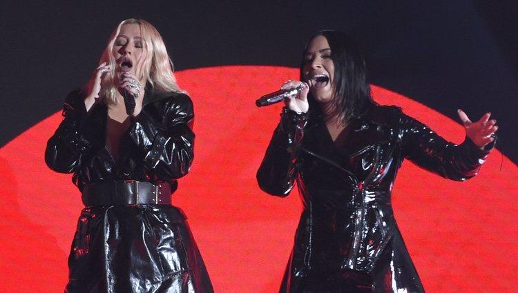 Christina Aguilera y Demi Lovato actuando juntas durante los Premios Billboard 2018