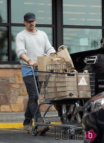 Colin Farrell tras comprar en el supermercado Gelson's Market en Los Ángeles