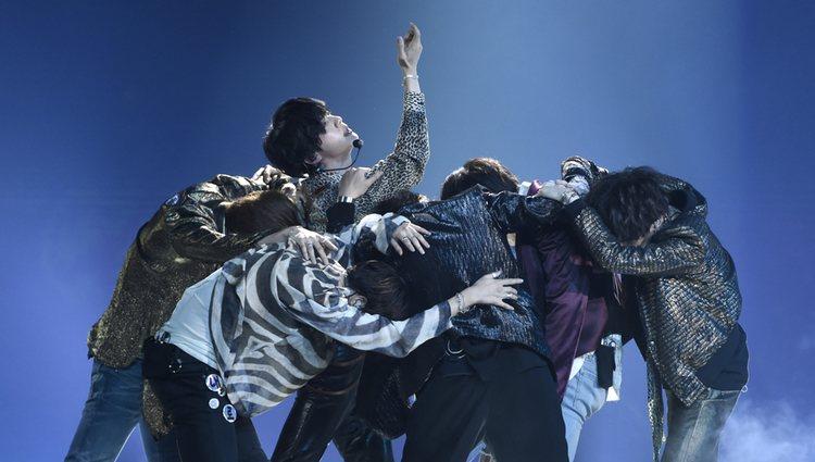 BTS actuando durante los Billboard 2018