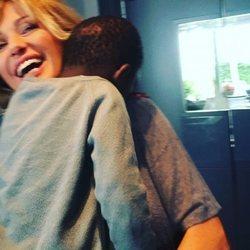 Susanna Griso dando un abrazo a su hija