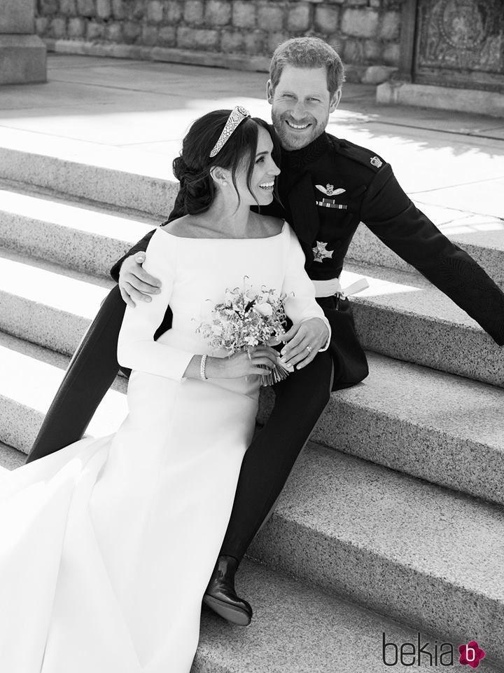 Los Duques de Sussex en su primera foto oficial tras convertirse en marido y mujer
