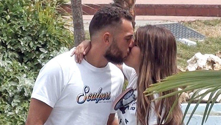 Chabelita Pantoja y Alberto Isla besándose en el Parque de Atracciones de Madrid