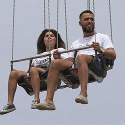 Chabelita Pantoja y Alberto Isla en unos columpios voladores