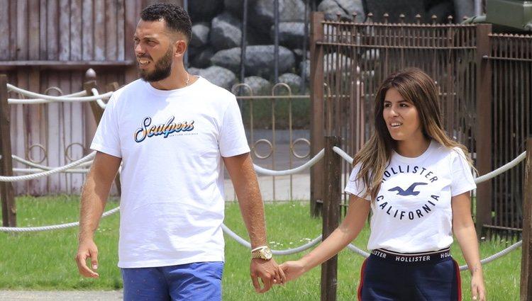 Alberto Isla y Chabelita Pantoja paseando de la mano