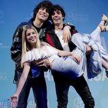 Javier Calvo, Javier Ambrossi y Nerea en la celebración del quinto aniversario de 'La Llamada'