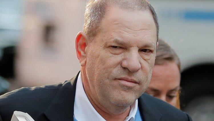 Harvey Weinstein se entrega en la Policía de Nueva York