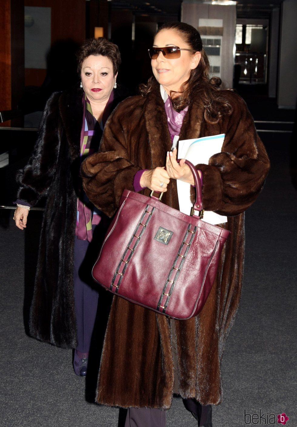 María Navarro e Isabel Pantoja en 2010