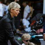Charlene de Mónaco con sus hijos Jacques y Gabriella en el Gran Premio de Mónaco