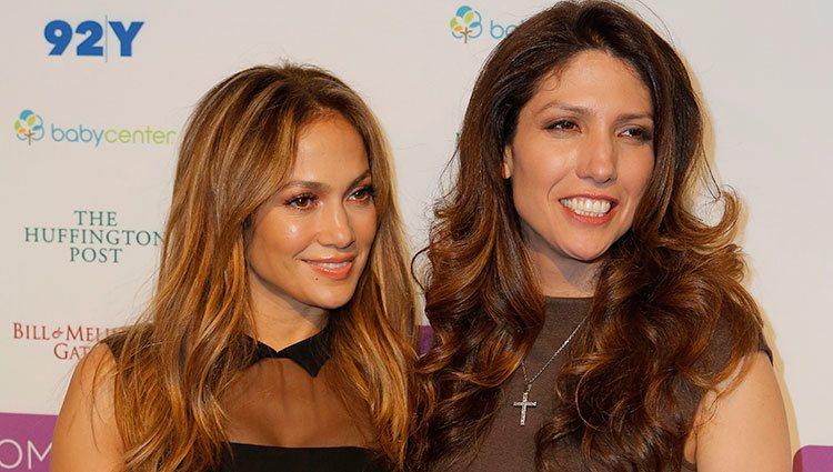 Jennifer y Lynda Lopez en el Mom+Social Event en 2013